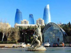 В Баку появились двухэтажные автобусы для экскурсии