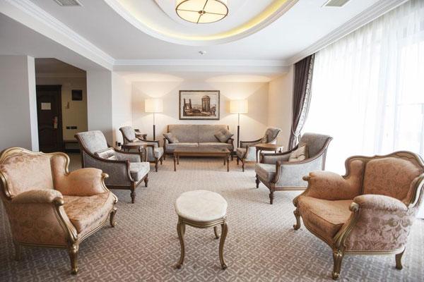 Chinar Hotel & SPA Naftalan qonağ otaği