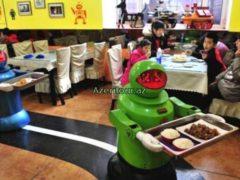 Ресторан с официантами-роботами в Китае