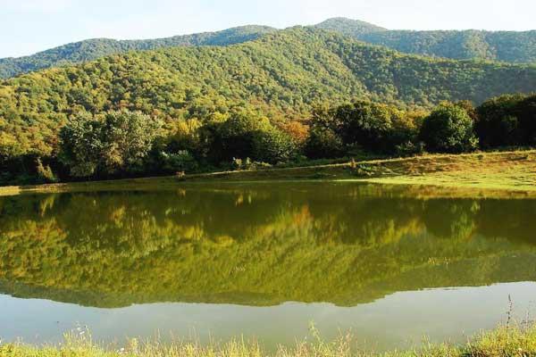 Озеро отеля Hope Lake Zakatala