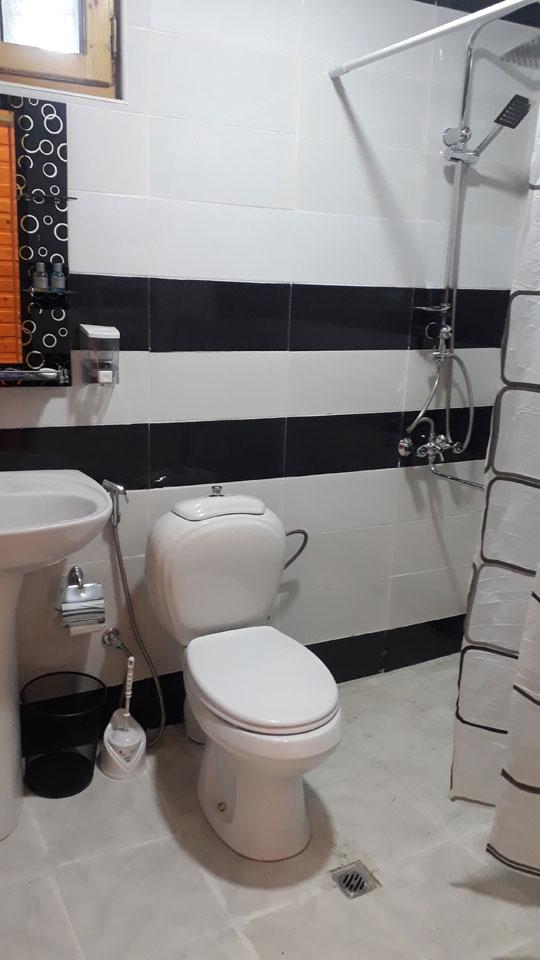 Ванная кмната отеля Кунжут Шеки