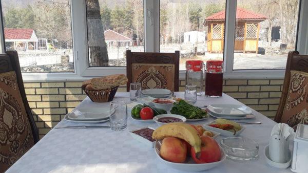 Обед в отеле Кунжут Шеки