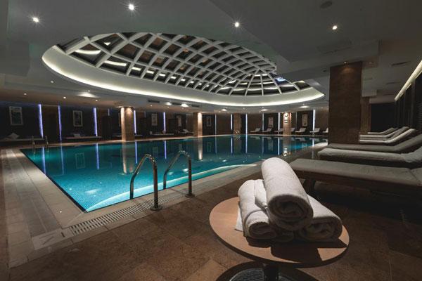Бассейн отеля Pullman Baku