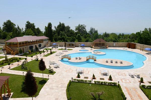 Бассейн-отеля-Qafqaz-Yeddi-Gozel-Resort-Hotel
