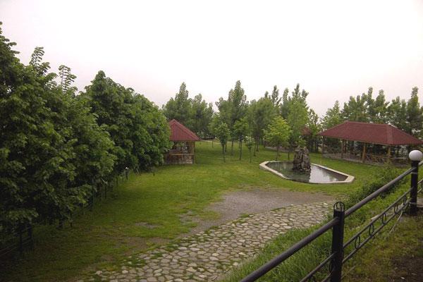 Сад отеля в Шеки