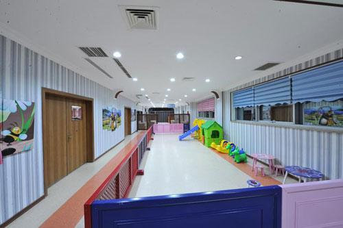 Детская площадка отеля Təbriz Hotel