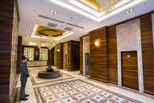Холл отеля Renaissance Palace Baku