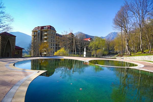 Озеро в отеле Махал Шеки
