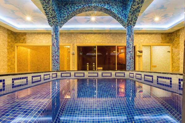 Бассейн отеля Renaissance Palace Baku